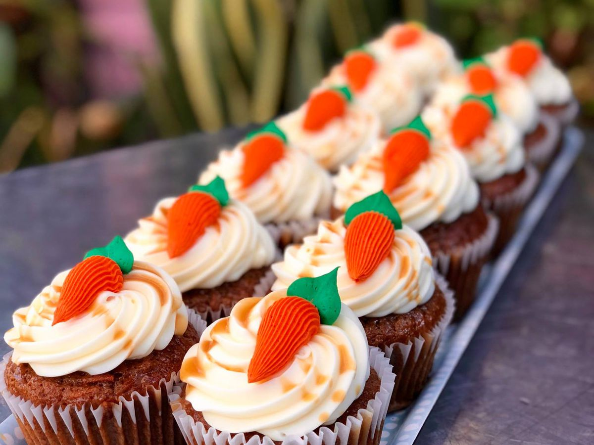 Two rows of carrot cake cupcakes
