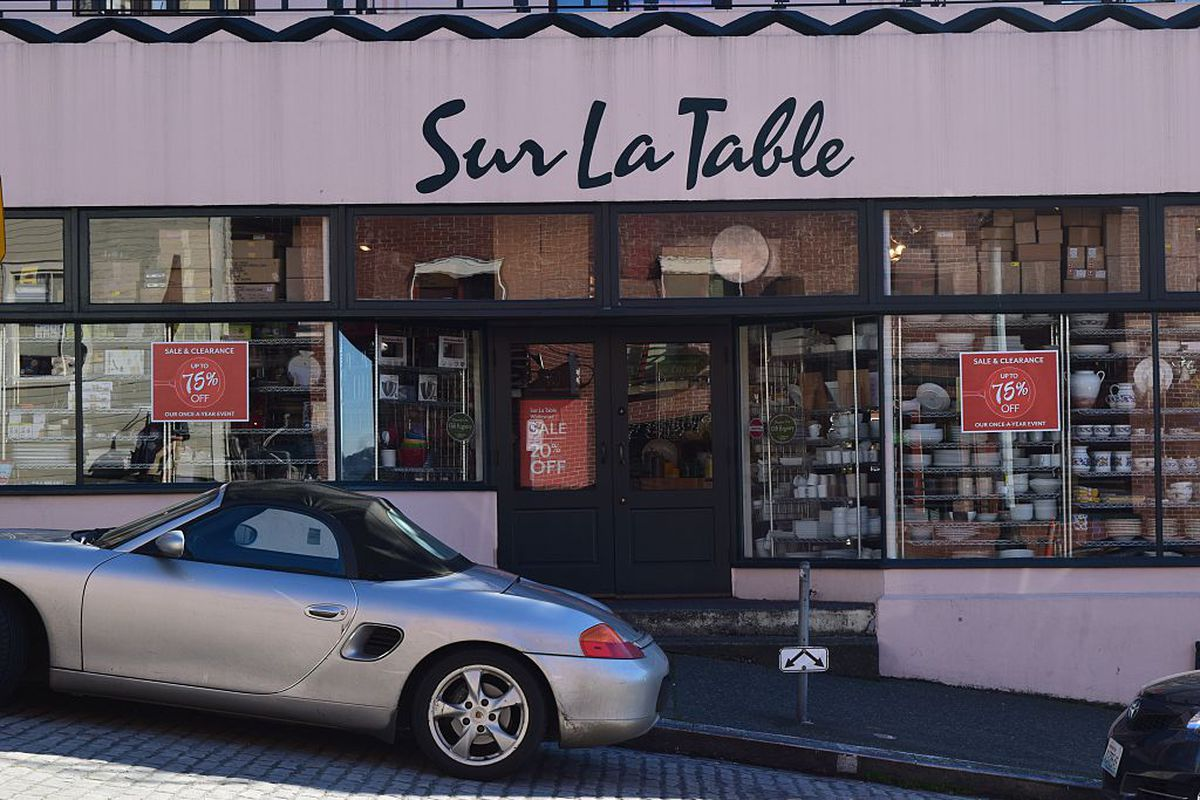 The view of the outside of Sur La Table at Pike Place Market
