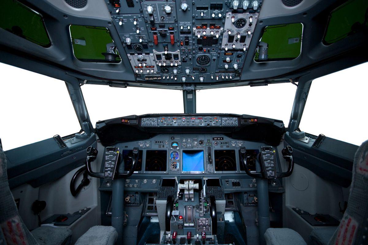 Aircraft cockpit (Shutter Stock)