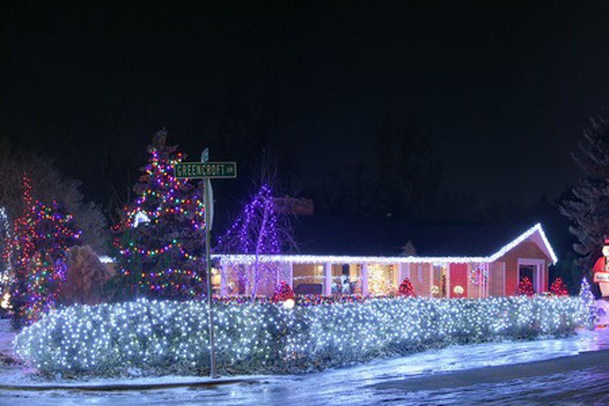 "Photo by: Daniel Schwen via <a href=""http://commons.wikimedia.org/wiki/File:Christmas_lights.jpg"">Wikimedia Commons</a>"