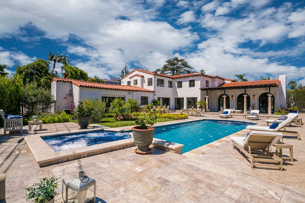 Spanish colonial style house where howard hughes crashed for Colonial style homes for sale