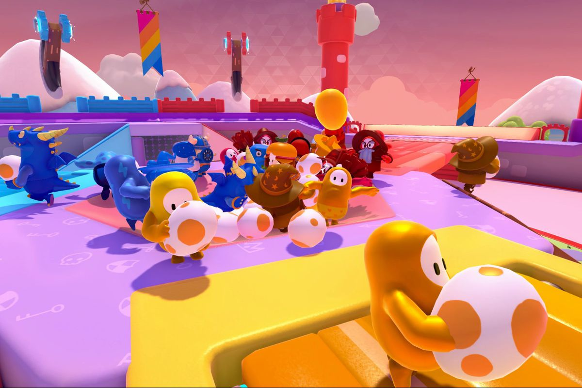Players grab eggs in a screenshot from Fall Guys: Ultimate Knockout.