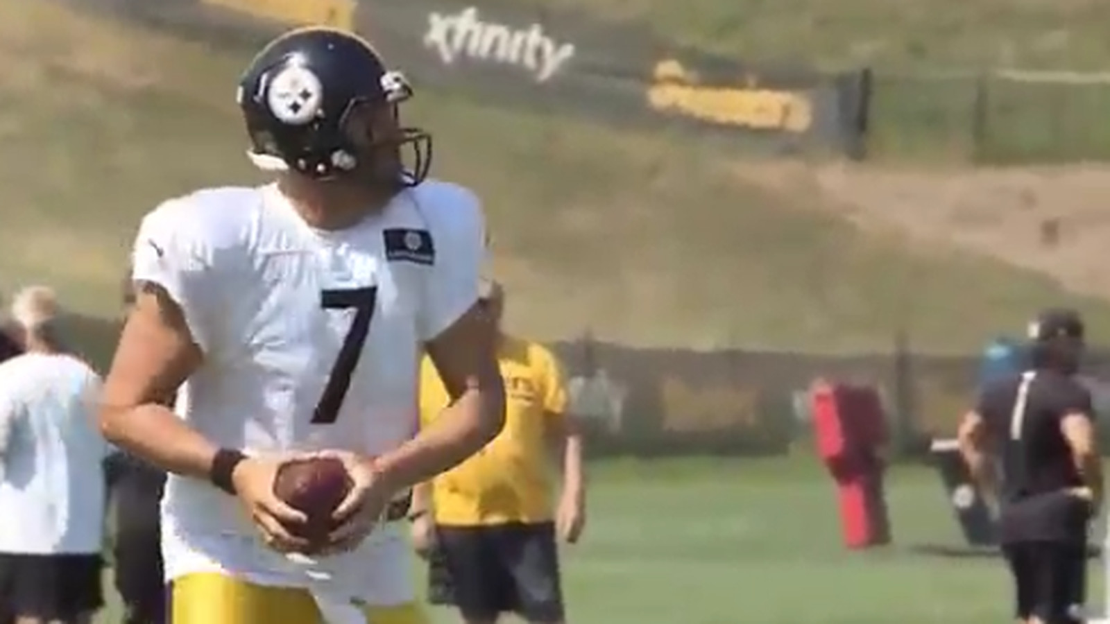 Watch Steelers QB Ben Roethlisberger botching a QB drill at