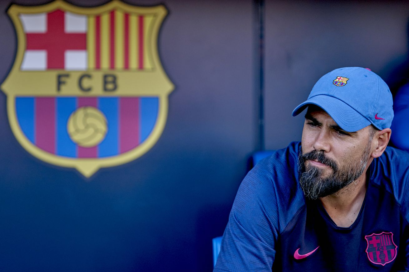Victor Valdés?s future as youth coach uncertain over disagreements with staff - report