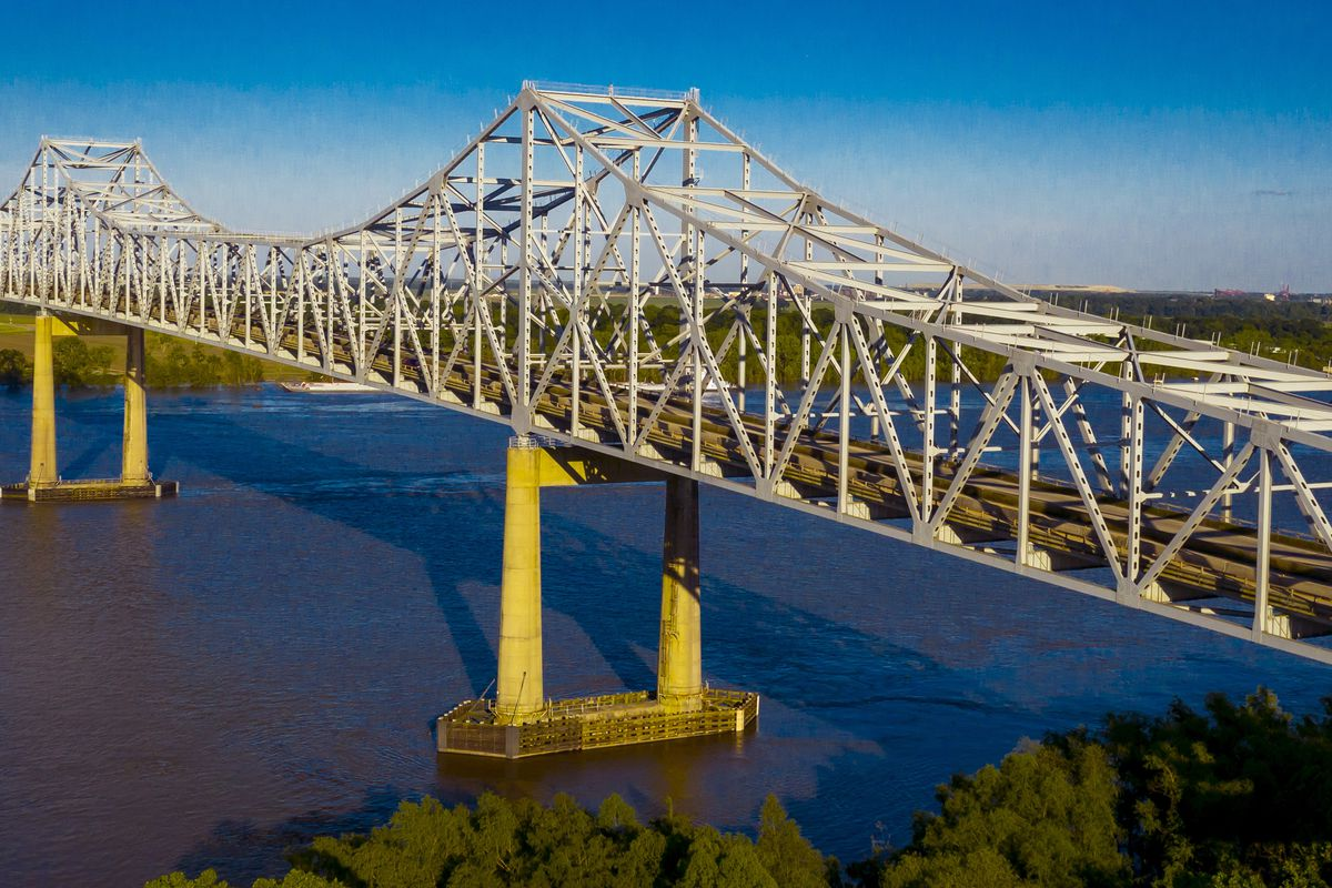 Grammercy Veterans Memorial Bridge crossing Mississippi River, Louisiana