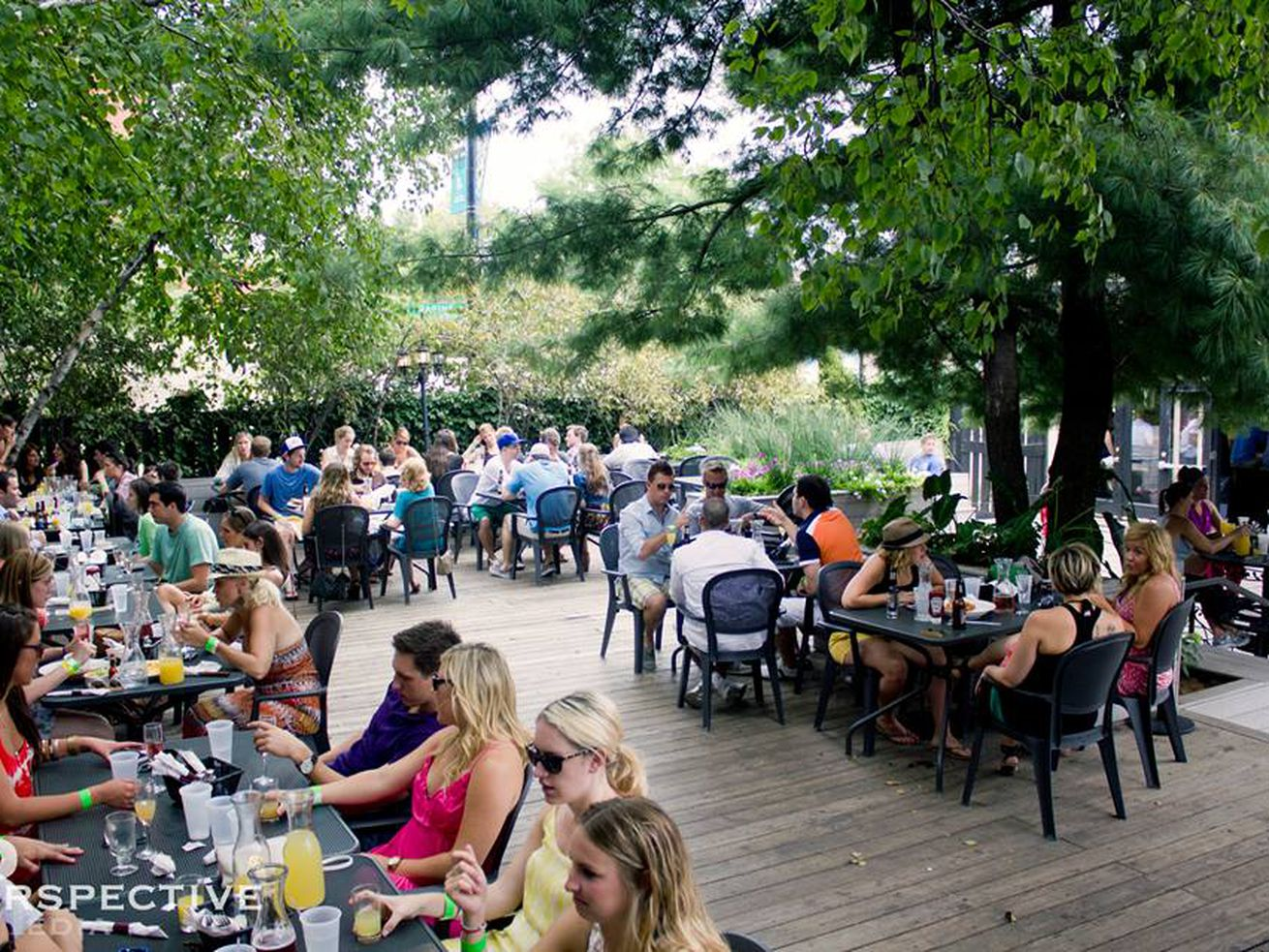 Zella was known for its massive back patio in Lincoln Park