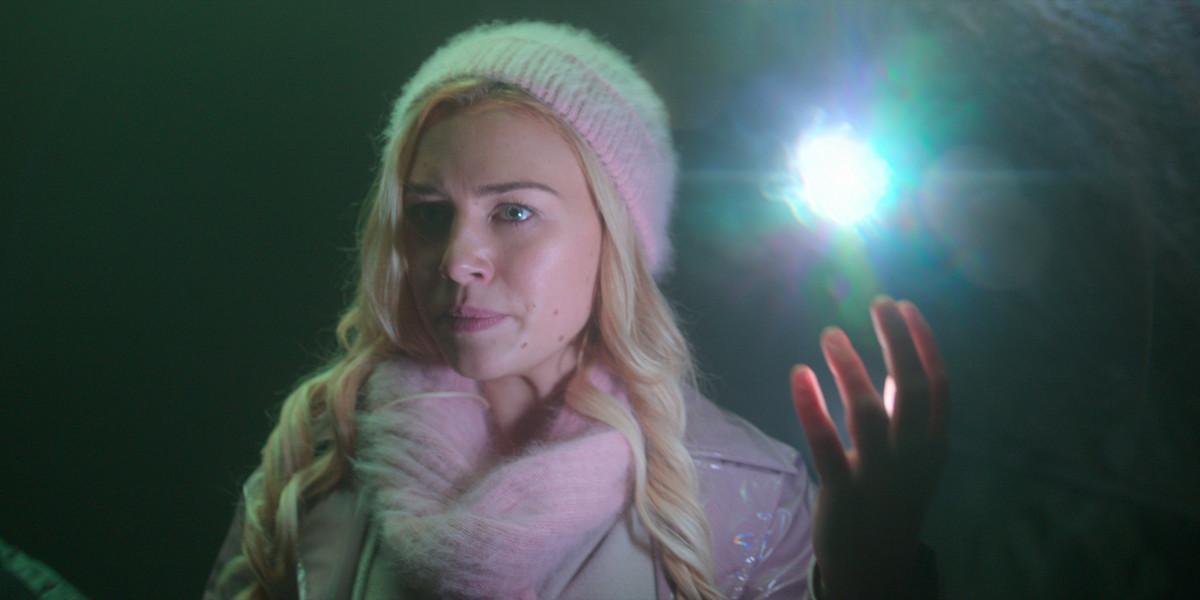 stella wielding her light powers in Fate: The Winx Saga