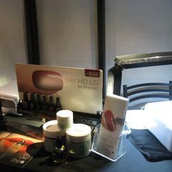 CND Shellac manicure station