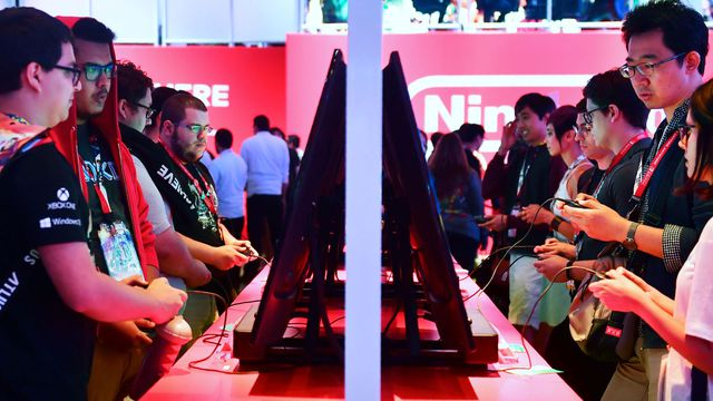Gaming fans play Super Smash Bros on Nintendo Switch at E3 2018 in Los Angeles