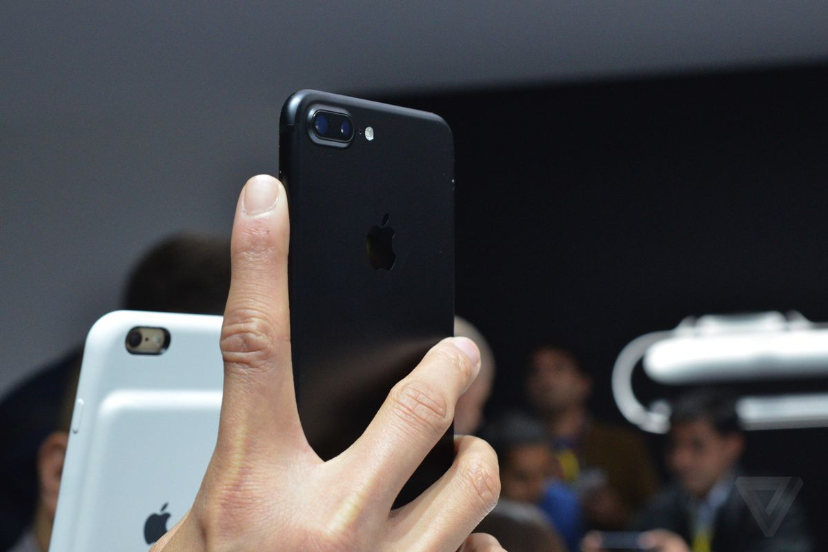 iPhone 7 and iPhone 7 Plus photos