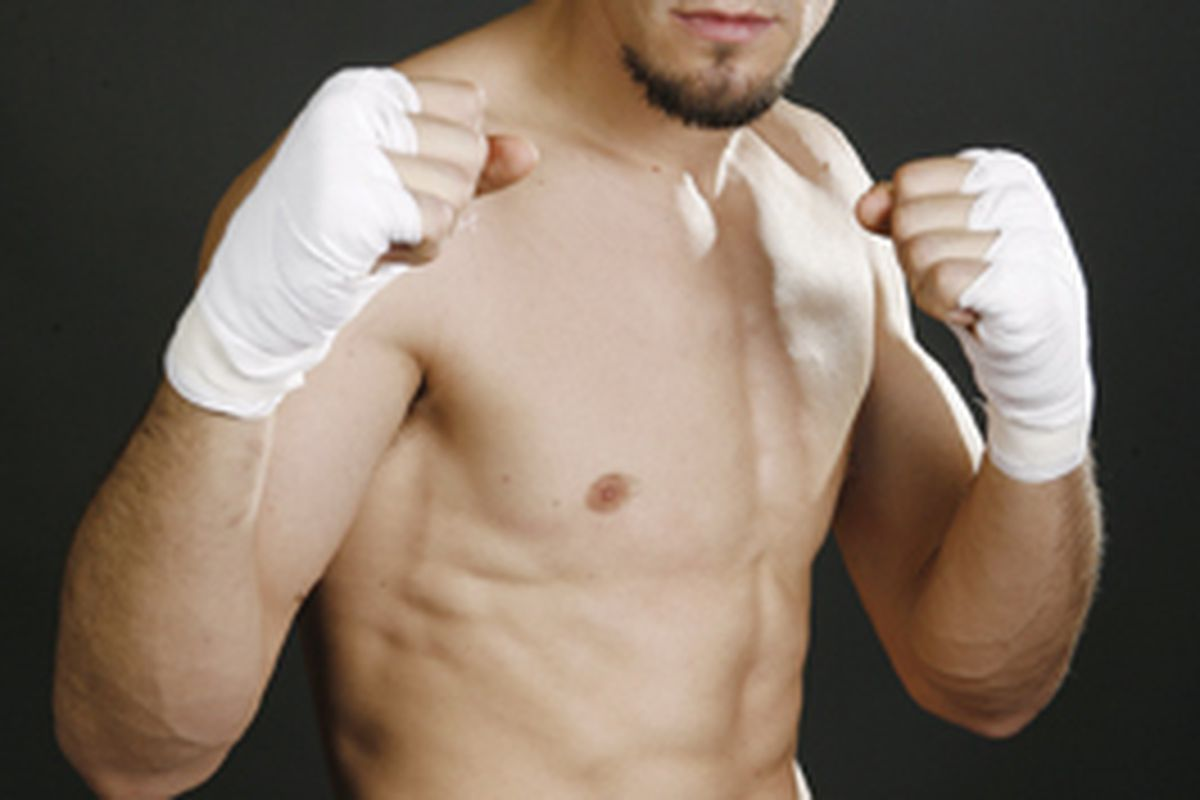 "New junior lightweight titlist Robert Guerrero grades himself a C for his victory over Malcolm Klassen in Houston. (Photo via <a href=""http://www.metrosantacruz.com/metro/02.25.09/gifs/SPORTS_RobertGuerrero.jpg"">www.metrosantacruz.com</a>)"