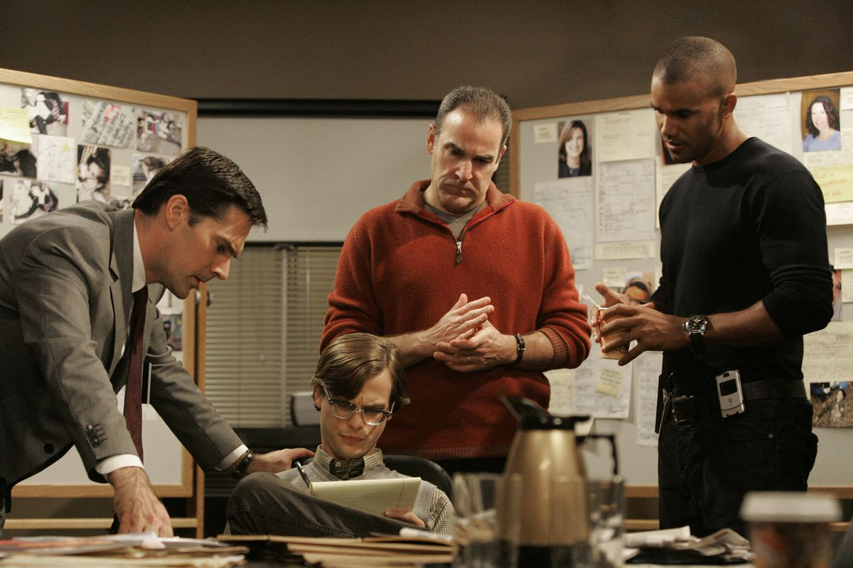 """Agent Aaron Hotchner (Thomas Gibson, from left), Spencer Reid (Matthew Gray Gubler), agent Jason Gideon (Mandy Patinkin) and agent Derek Morgan (Shemar Moore) in a scene from """"Criminal Minds"""" in 2006. 