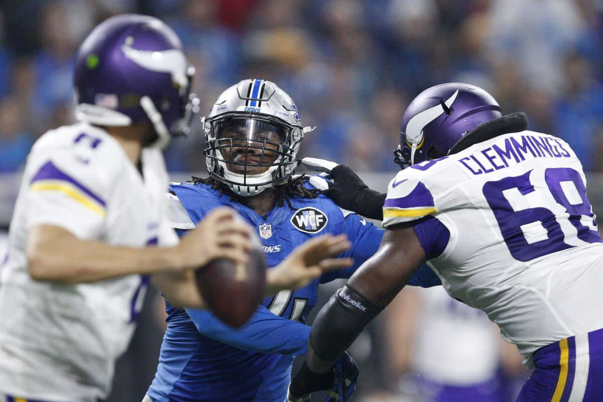 T.J. Clemmings showing perfect technique for the 'LOOK OUT' blocking scheme the Vikings offensive line uses regularly.