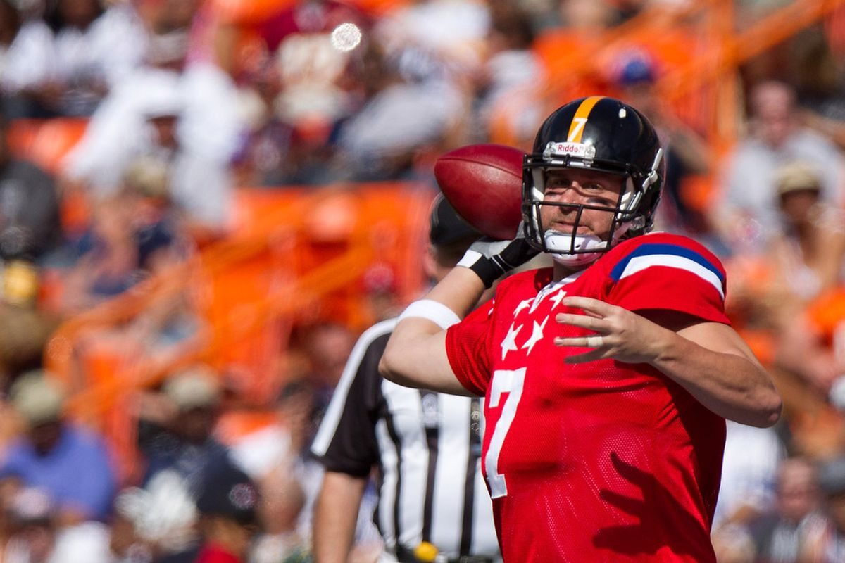 HONOLULU, HI - JANUARY 29:  Ben Roethlisberger #17 of the Pittsburg Steelers passes against the NFC team during the 2012 NFL Pro Bowl at Aloha Stadium on January 29, 2012 in Honolulu, Hawaii.  (Photo by Kent Nishimura/Getty Images)