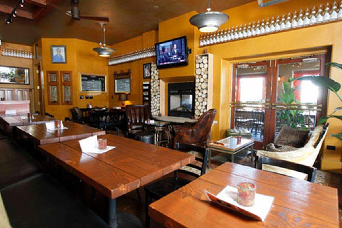 Ernie's Bar & Pizza