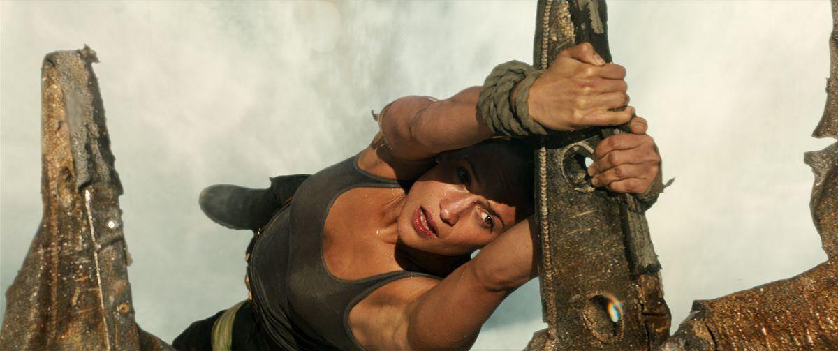 Tomb Raider movie - Lara hanging onto a piece of metal