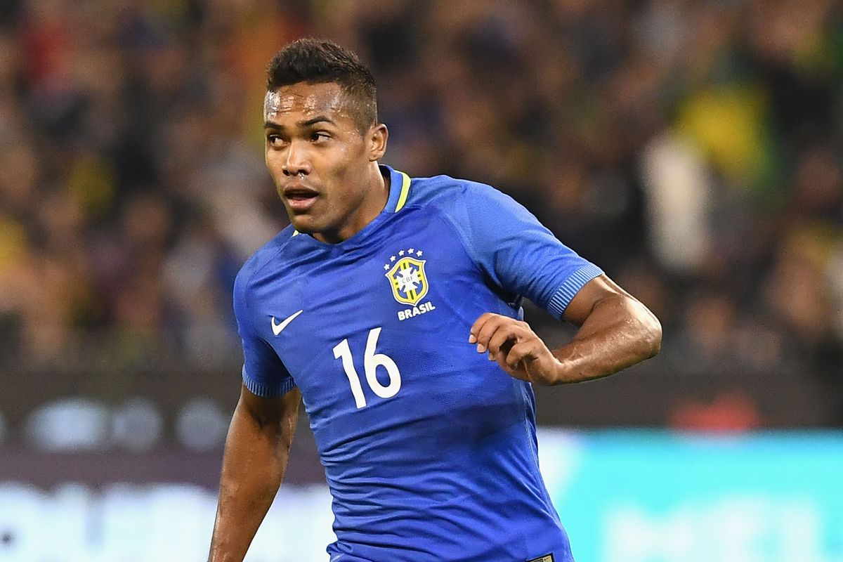 Alex Sandro to snub Chelsea, sign new Juventus contract