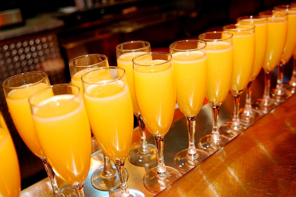 A Chicago City Council committee has OK'd an ordinance that would let the Sunday brunch crowd start sipping those mimosas an hour earlier.