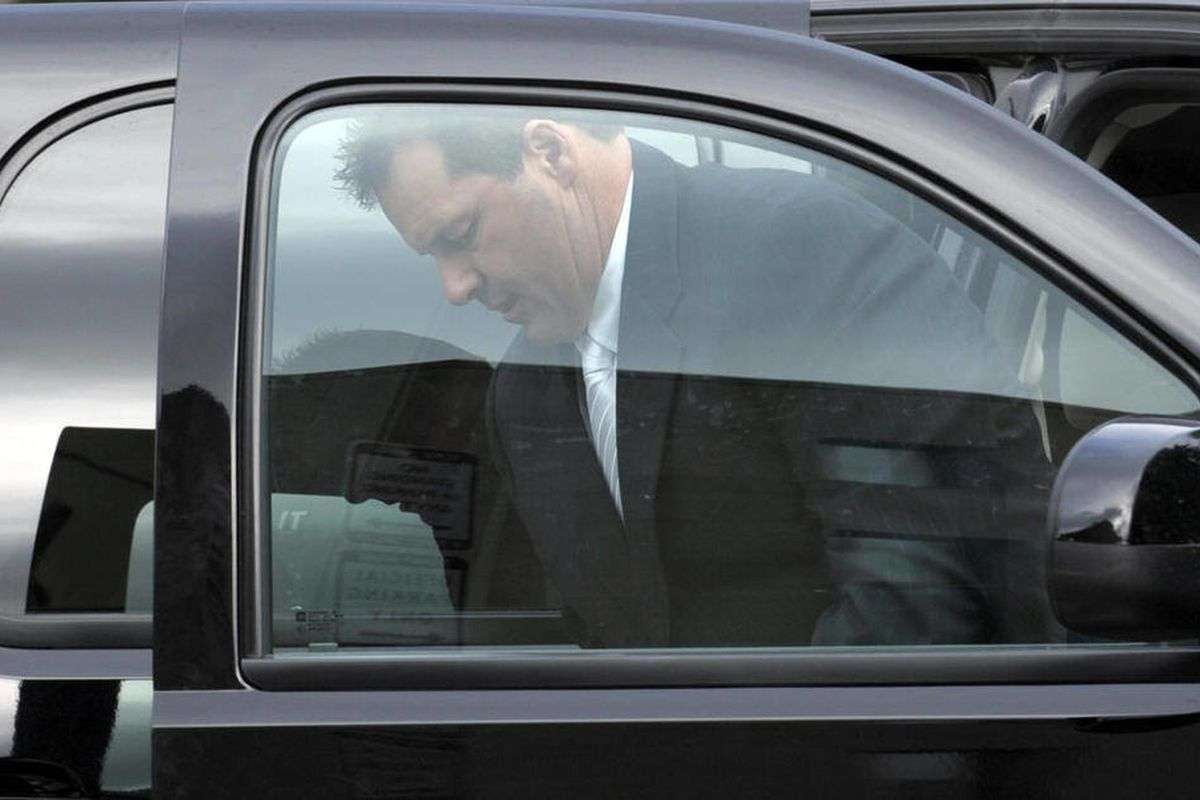 Retired Major League baseball pitcher Roger Clemens arrives at federal fourt in Washington, Monday, April 23, 2012. The Clemens perjury trial moves into the next phase with the planned seating of a jury and opening arguments on Monday.