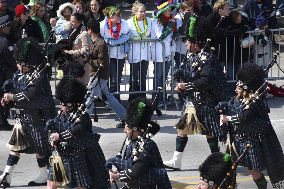 3-13-05 South Side Irish Parade, 103rd and Western Ave. Chicago. Spectators dressed in irish decor lined the parade route and enjoyed the South Side Irish Parade Sunday afternoon. [KEITH HALE/Sun-Times}