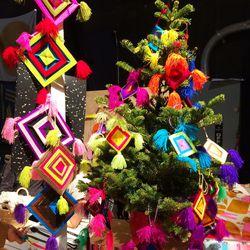 "Creative holiday decor by <a href=""http://www.craftingcommunity.com/""target=""_blank"">Crafting Community</a>."