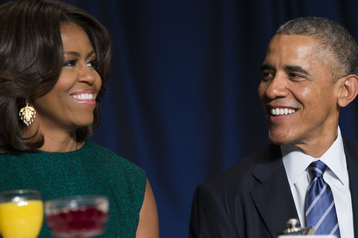 Obamas sign with speaker agency, start lining up book deals