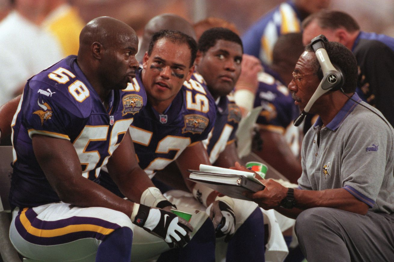 MINNEAPOLIS, MN, 9/3/2000, SUNDAY- Vikings vs. Chicago Bears. During a timeout, Viking players Ed McDaniel (58) and Kailee Wong (52) listen to defensive coordinator Sherman Lewis in the second quarter.(Photo By JERRY HOLT/Star Tribune via Getty Images)