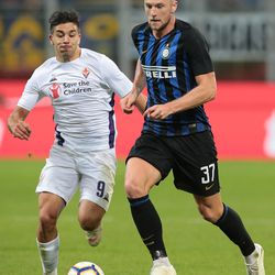 Milan Skriniar (R) of FC Internazionale is challenged by Giovanni Simeone of ACF Fiorentina during the Serie A match between FC Internazionale and ACF Fiorentina at Stadio Giuseppe Meazza on September 25, 2018 in Milan, Italy.