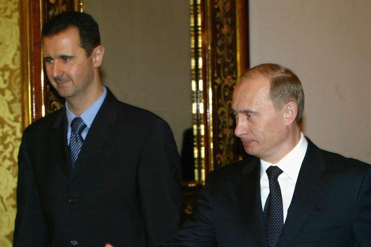 Russian President Vladimir Putin (R) receives Syrian President Bashar al-Assad (L) during their meeting in Moscow's Kremlin, January 25, 2005.