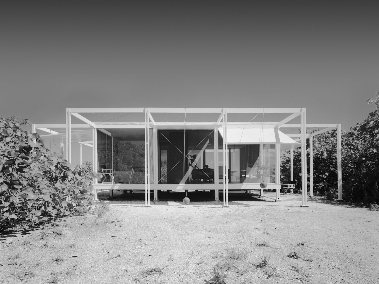 The Walker Guest House, in Florida, was Paul Rudolph's first commission after opening his own practice.