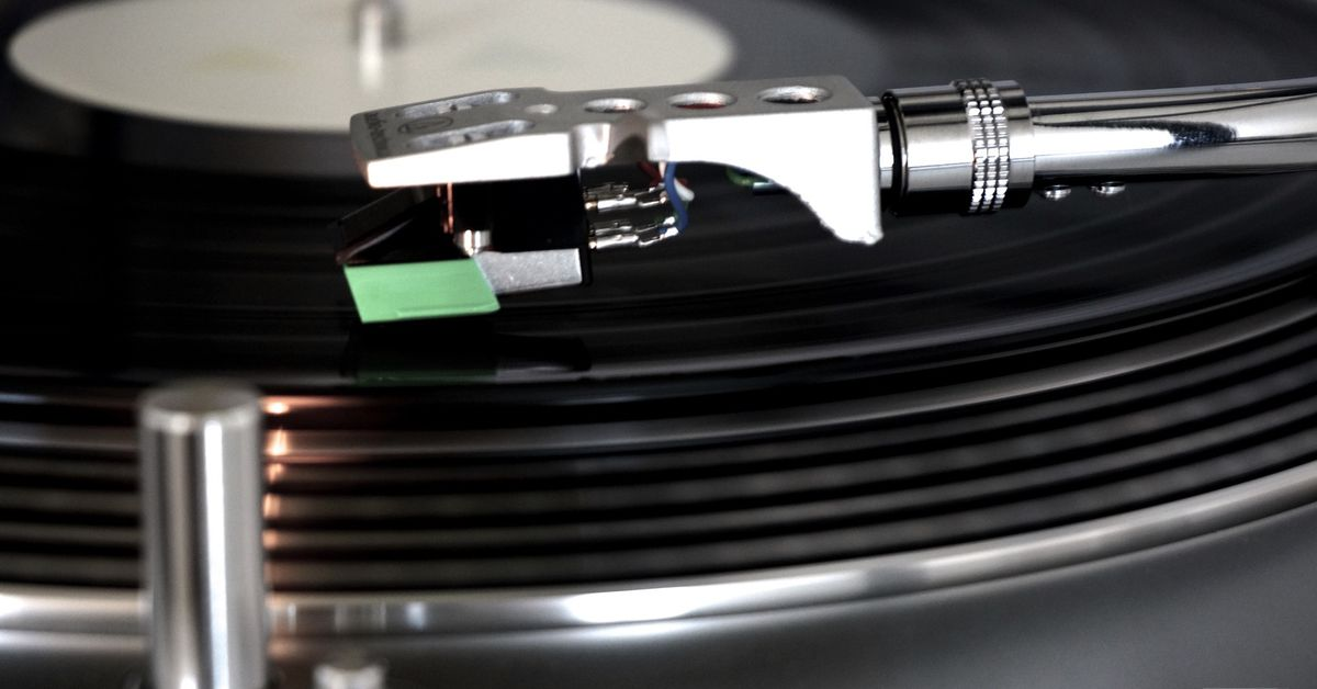 Here's how the Internet Archive digitizes 78rpm records thumbnail
