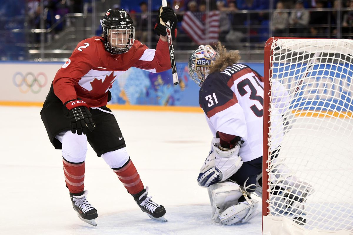 Meghan Agosta-Marciano scores the winning goal in the third period.