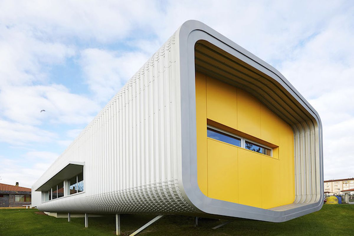 """All photos by <a href=""""http://www.marcosmorilla.com/"""">Marcos Morilla</a> via <a href=""""http://inhabitat.com/tubular-school-canteen-made-from-4-prefab-modules-pops-up-in-90-days/"""">Inhabitat</a>"""