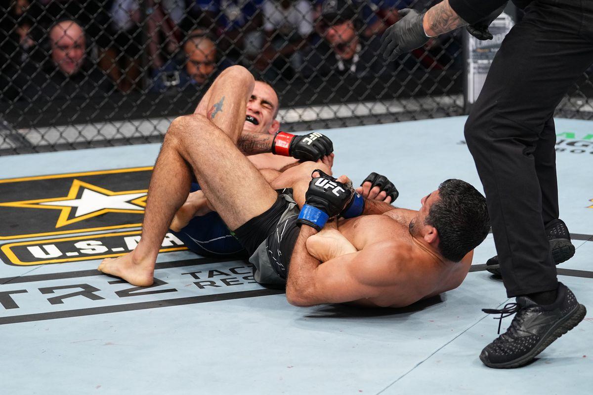Beneil Dariush on that Tony Ferguson heel hook: 'His knee popped and it  popped loud' - MMAmania.com