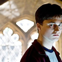 """HP6D-01380r DANIEL RADCLIFFE as Harry Potter in Warner Bros. Pictures' fantasy adventure """"Harry Potter and the Half-Blood Prince."""""""