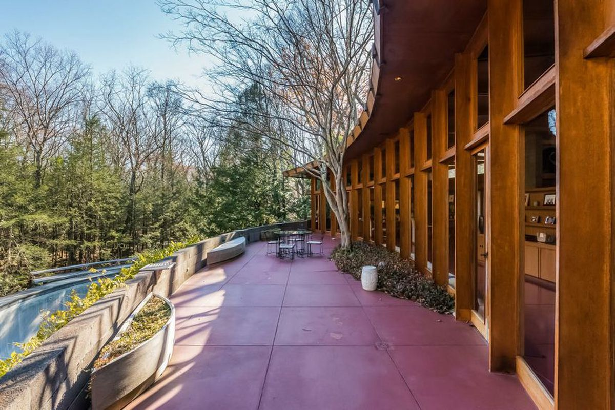 Incredible Frank Lloyd Wright House With 15 Acres And