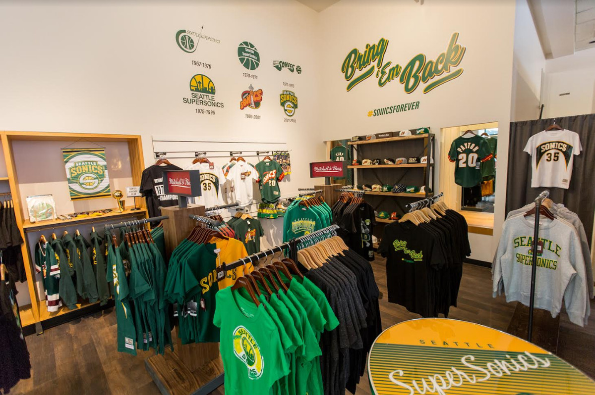 competitive price 87561 ecc12 Simply Seattle is the Team Store for the city without a team ...
