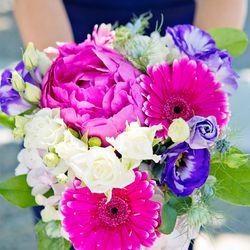 "The maid of honor's bouquet, also designed by <a href=""http://instagram.com/jess_hannah#"">Jessica Revesz</a>"