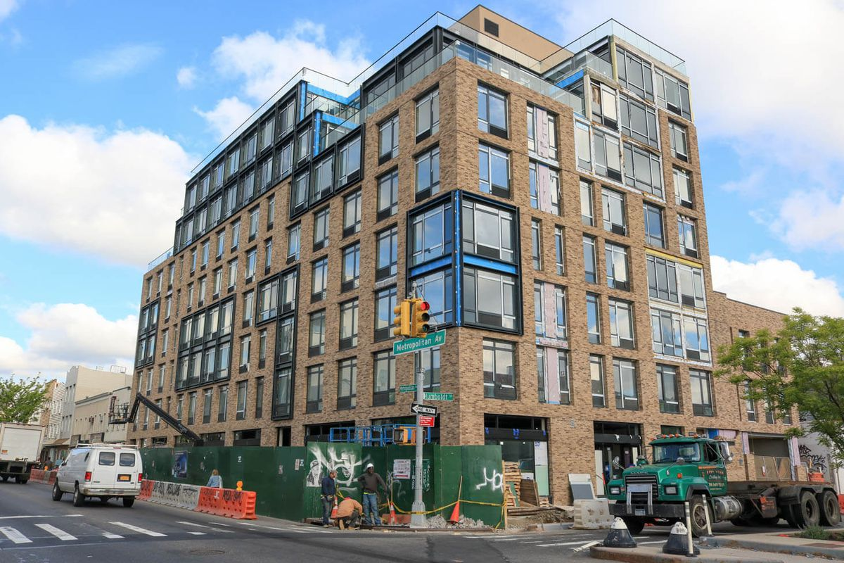 White Castle Replacing Apartments Top Out In Williamsburg