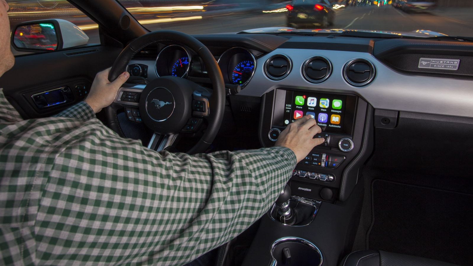 Apple Finally Put Together A Full List Of Cars With Carplay The Verge Old Car Audio