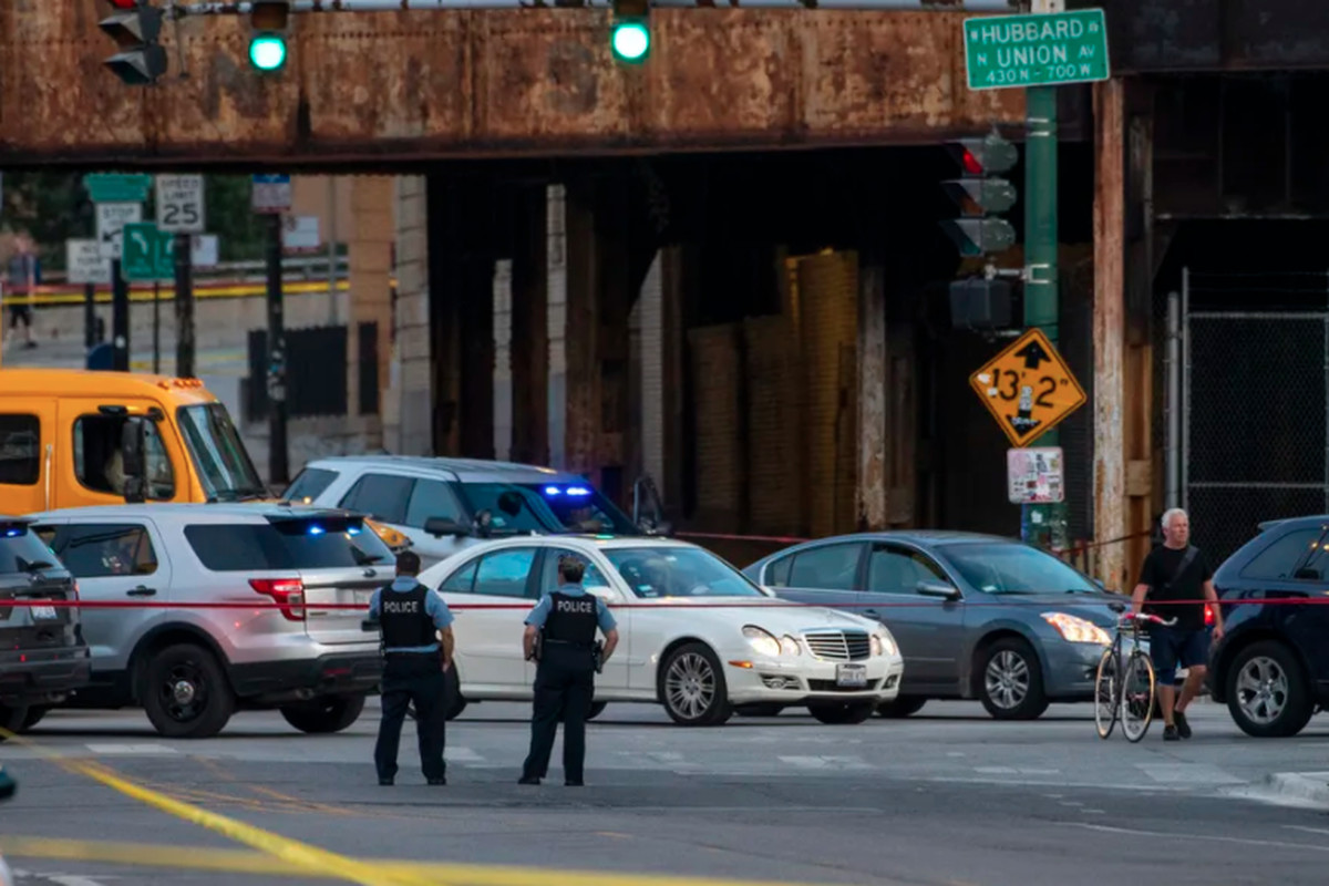 Chicago police work the scene where multiple people were shot near the Grand Avenue, Halsted Street and Milwaukee Avenue intersection, in the West Town neighborhood, Wednesday, Sept. 29, 2021.