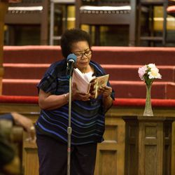"""Poet Angela Jackson reads """"Home"""" by Gwendolyn Brooks.   Erin Brown/For the Sun-Times"""