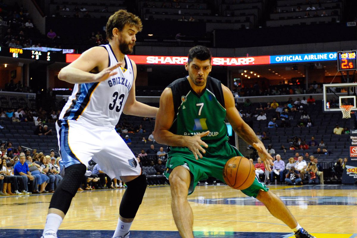 Yes, this is a 2-year-old photo of Marc Gasol. It's all I could find.