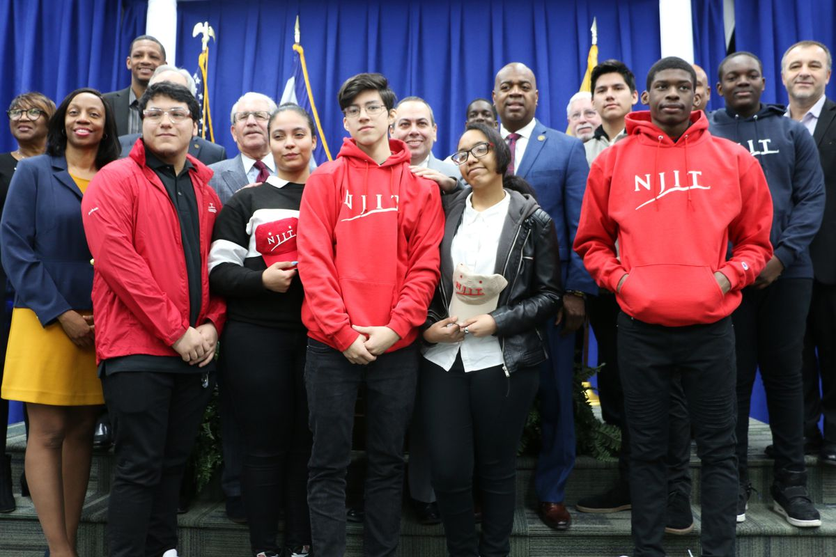 A new program aims to get more Newark students to enroll at the New Jersey Institute of Technology.