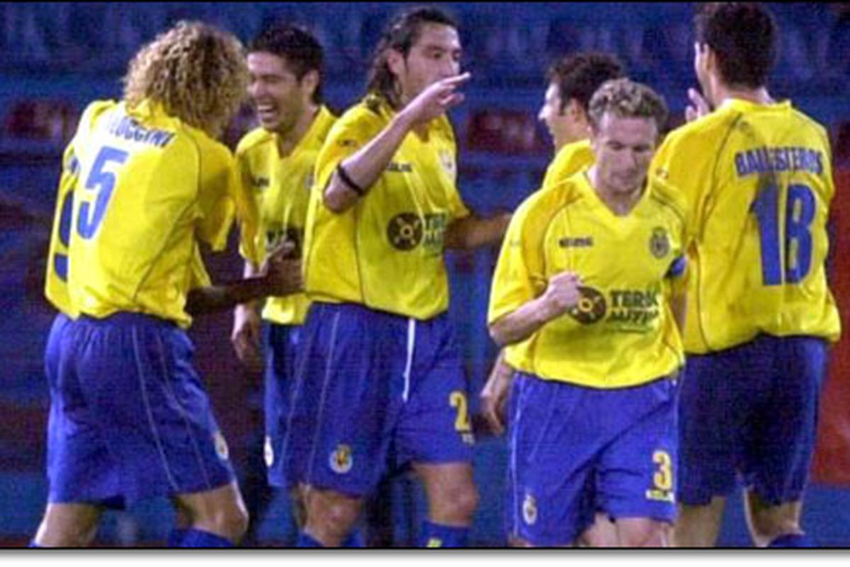 """We used to wear """"blau & groc"""" initially. Pic from 2003-04 UEFA Cup campaign"""