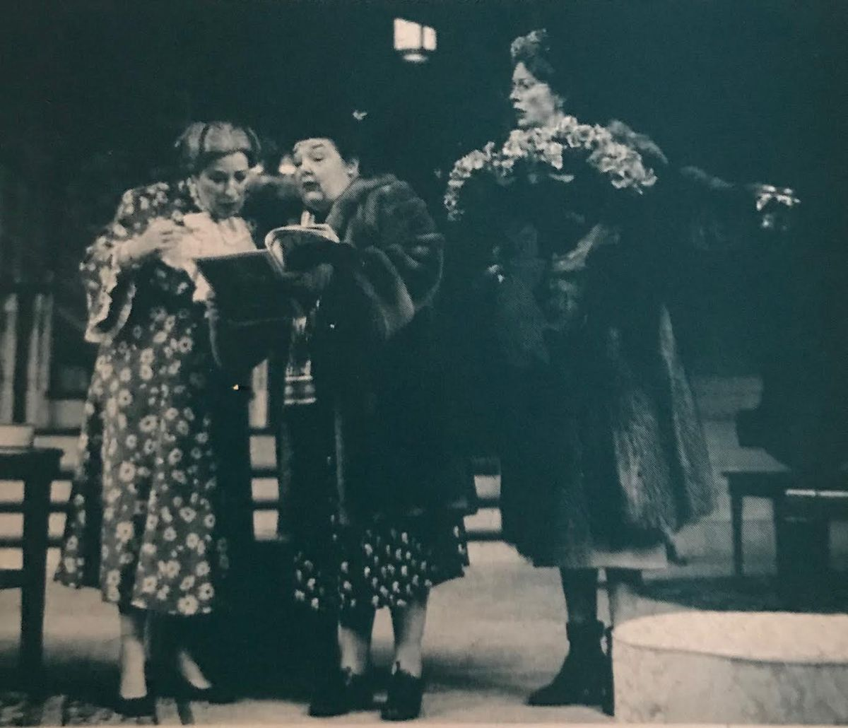 """Jane Galloway Heitz (center, holding book) starred in Steppenwolf Theatre's """"The Man Who Came to Dinner"""" in 1998."""