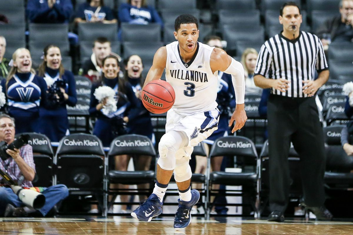 Josh Hart is one of the many Wildcats struggling from beyond the arc in the first half.