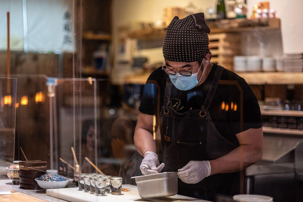 Gino Choi prepares omakase at OMG in Santa Ana