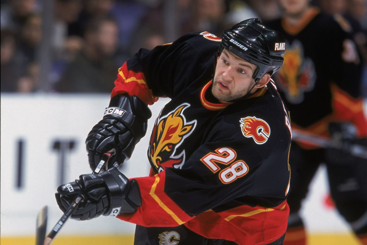 Robyn Regehr #28 of the Calgary Flames hits the puck