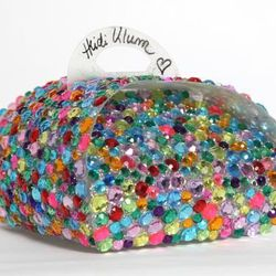 """Model <b>Heidi Klum</b> decided to bedazzle her Cronut™ vessel. Not only do you get the container and the pastries, you also land a signature from The Body herself. [<a href=""""http://www.biddingowl.com/Auction/item-detail.cfm?auctionID=481&ItemID=18231&vie"""
